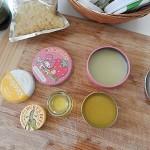ミツロウで簡単手作り!練り香水の作り方