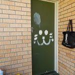 ペンキDIY!古い木製ドアを塗装リフォーム
